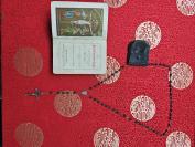 清代老银子包木头十字架玛瑙珠子项链,带装项链真皮袋是原装的一百多年了,附带清代圣经一册