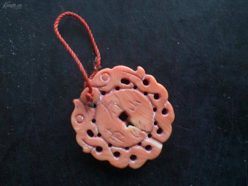 红珊瑚挂件  文字/ 福如东海,寿比南山