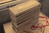 好清版本木刻经书【版画佛经 每册均有版画若干】佛说明经万佛名经 12卷 十二夹板全 ,每册均有精美版画多幅 ,刻印非常精美,及个别处有断裂,折叠处磨破等现象,但瑕不掩瑜,整体品相精良,大致情况如图,如有疑问欢迎发消息咨询附链接供对比参考之 品佳