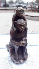 铜背背猴,背背候,寓意背背封侯,铜猴