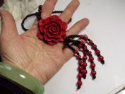 朱砂红花型吊坠的项链