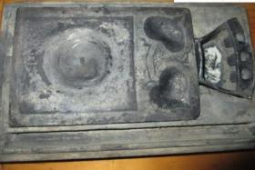 清代老砚台、石质细腻、造型精美、有小磕、原装原盒、