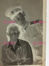 老照片底片 约50年代 军人 美女 合影