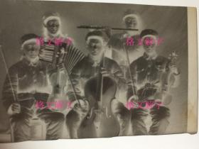 老照片底片 约50年代 军人 合影 演奏乐器 2张 合售