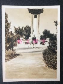 2张 民国老照片 碑 上海 外滩