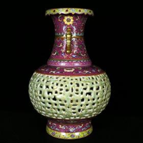 清乾隆胭脂紅秞爬花琺瑯彩描金豆青釉雕刻鏤空雙耳轉心瓶 高37.5厘米 直徑27厘米