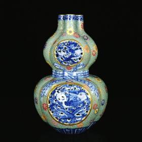 清乾隆琺瑯彩描金青花飄帶雕刻鏤空龍紋三管葫蘆瓶 高24厘米 直徑15厘米