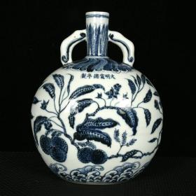 明宣德青花荔枝紋雙耳扁瓶 規格27.5厘米X22厘米X15厘米