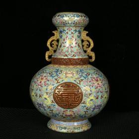 清乾隆綠地琺瑯彩描金雕刻福壽延年紋雙耳瓶 高26.5厘米 直徑19厘米