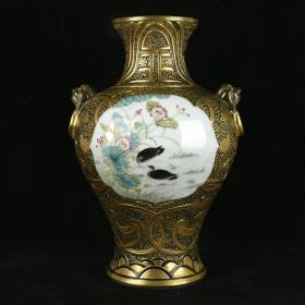 清乾隆琺瑯彩鎏金雕刻開光花鳥紋獸耳盤口瓶 規格36厘米X24厘米X22厘米