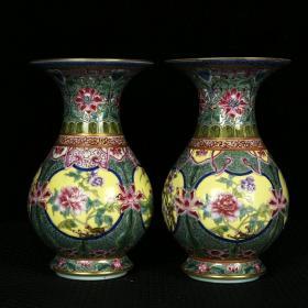 清雍正琺瑯彩描金開光四季花卉紋花瓶 高13厘米 直徑8厘米