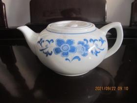 湖南醴陵群力瓷厂经典金双凤款 釉下五彩宝石蓝海棠花壶    尺寸长约21厘米  高约9厘米
