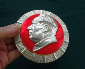 毛主席像章(全力以赴务歼入侵之敌)厚重大像章【保真】