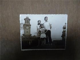 老照片    母女在武汉关江提上合影