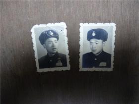 老照片    佩解放军胸章的军人同一人2张