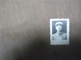 老照片    战士手捧毛泽东选集