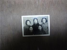老照片    上海市女学生合影