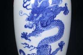 ,青花龙纹瓶,