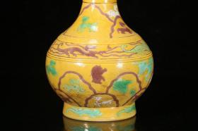 素三彩黄釉暗刻海水海怪长颈瓶,
