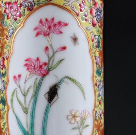 珐琅彩开窗花卉纹笔筒