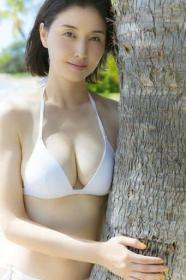预定 桥本爱实写真集「橋本マナミの抱きしめて in ハワイ」
