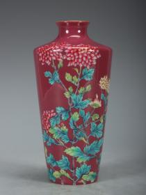 清-乾隆 胭脂红粉彩菊纹瓶