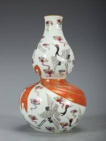 清-乾隆 粉彩云鹤纹矾红描金绶带葫芦瓶