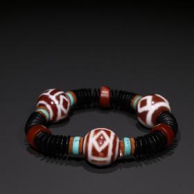 藏传精品 西亚达洛天珠手串一条。