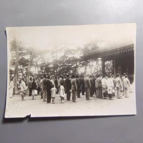 二战时期民国照片—拜鬼      (尺寸:15.5*10.5厘米)