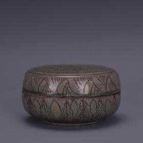 宋代越窑青釉雕刻龙纹印泥盒粉盒