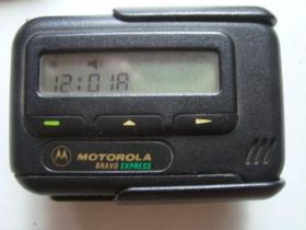 摩托罗拉BB机 【带护套 显示及振动正常】