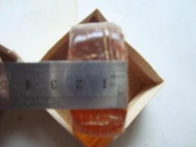 老松香 大号弦乐松香(黄色 透明 有盒)  5*5*2.3