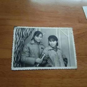 老照片 姐妹1张