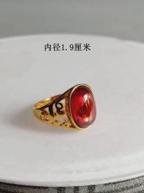 收藏的天然红宝石金戒指