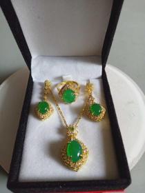收藏的天然绿玉髓吊坠戒指耳坠饰品套装