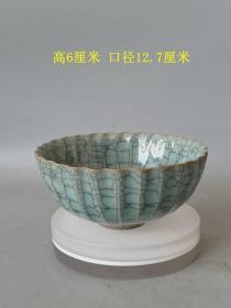 乡下收的宋代传世官窑贡款蓝釉冰裂开片瓷赏碗