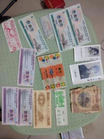 老古董一块卖全国通用粮票,糖纸,门票,像片,钱币,包老请自己看本人不懂,铁柜里