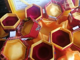 织锦空盒子:安宫牛黄丸(木盒原盒,内有绸缎盒6小盒,没有药物,都是空盒,非常好看,可以装文玩珠宝等)