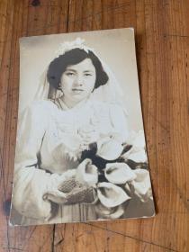 5751:民国 美女婚纱照一张