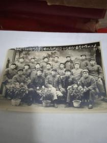 旧照片--中国农村金融工作为农业合作化高潮服务郧县银行于襄陽合影-1955