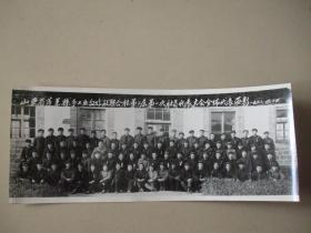 老照片:山东省蓬莱县手工业合作社联合社第二届第一次社员代表大会全体代表留影【1963】