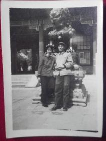 六十年代照片一张,127【1967年,排云殿双人合影】