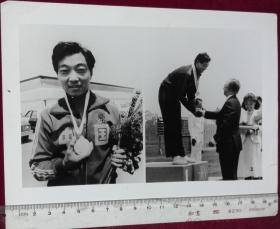 体育照片【许海峰在领奖台】