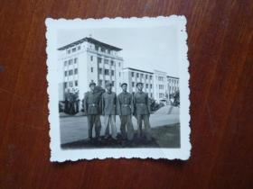 1965年于浙大当兵纪念照片《排长和我们战斗小组》