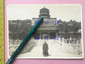 照片,民国,老人,角度很好,背后建筑清晰可见,北京颐和园二宫门,长约14cm,宽约10cm