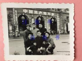 """10张,照片,低价合售,全是文革上海的   上海市革命委员会门口,""""一切权力归上海市革命委员会""""等很多标语,黄浦江,游泳,毛主席像,""""毛主席万岁"""",戴袖章合影,举枪欢呼,举着毛主席像,""""毛主席万岁"""",后面有毛主席立像,"""