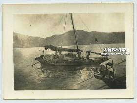 民国香港海域渔船帆船老照片。泛银