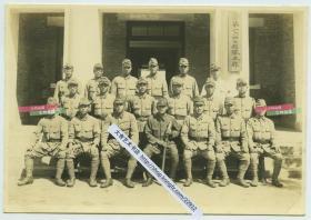 民国时期侵华日军在第1647部队本部前合影老照片,15.7X10.8厘米,泛银
