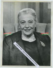 1959年著名作家、中文为母语之一的著名美国作家、普利策奖获得者赛珍珠女士肖像老照片,她在江苏淮安生活了18年,梅兰芳、胡适、林语堂、老舍等人都曾是她家的座上客。23.1X17.9厘米