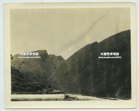 1940年代二战时期云南滇缅公路两侧的山峦。二战时期驻昆明美军士兵拍摄。12.5X10.1厘米